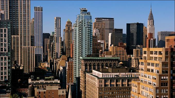 Manhattan. Phileas Fogg, héros du XIXe siècle, termine son voyage dans la capitale du XXe siècle.