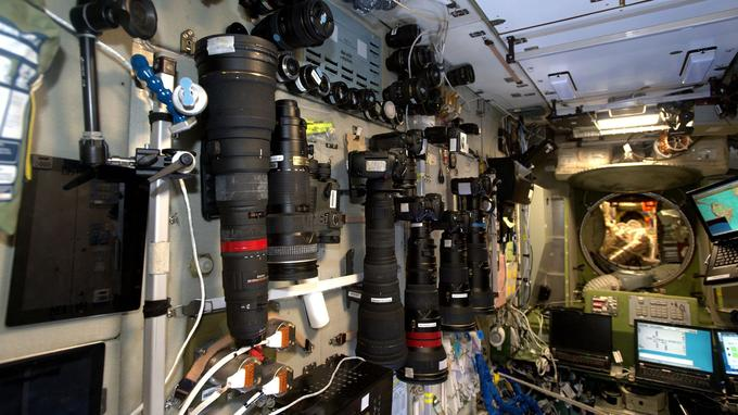 «Le segment russe de la Station regorge d'appareils photo!» écrit Thomas Pesquet.