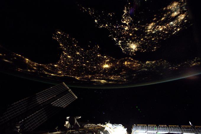 L'Espagne et la Bretagne à gauche, la France dessinée par ses lumières nocturnes,