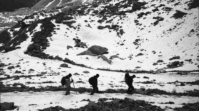 Raphaël Krafft a fait appel à un ami guide de montagne pour préparer la traversée du col, partiellement enneigé au moment de l'automne.