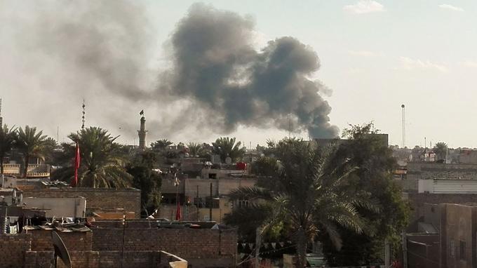 Une épaisse colonne de fumée s'élevait du quartier dévasté par la déflagration, a constaté le correspondant de l'AFP.