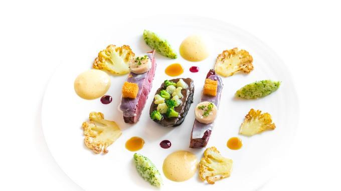 Bœuf de Charolles mariné au mout de raisin, laqué au poivre de cassis et semoule d'inflorescence façons Lameloise.