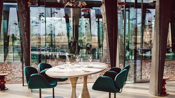 Nouvelle maison de la famille Troigros avec restaurant et hôtel Ouches le 20/02/2017.