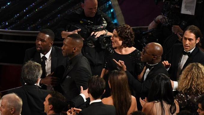 L'équipe de «Moonlight», incrédule, comprend qu'elle a gagné l'Oscar du meilleur film.