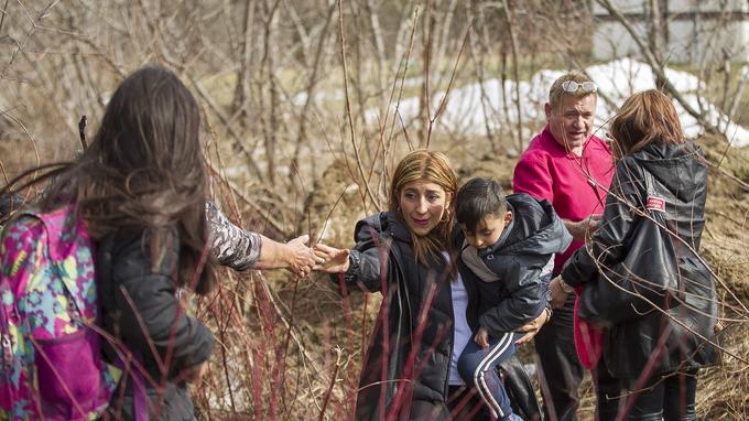 Une famille de 8 personnes originaire de Colombie arrive au Canada à Hemmingford, au Québec, samedi 25 février.
