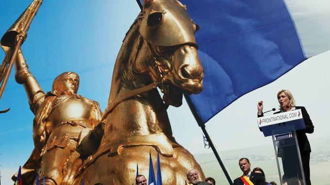 Marine Le Pen et la figure de Jeanne d'Arc, pendant la campagne de 2012