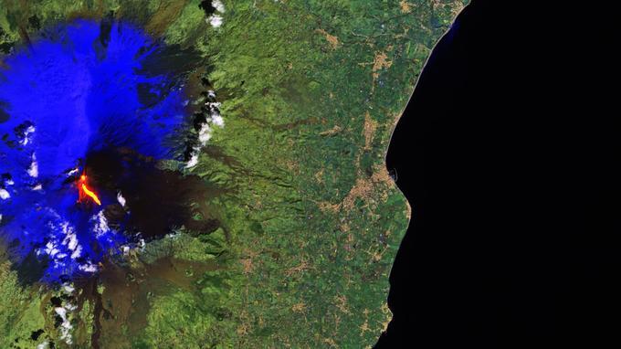 Le coulée de lave de l'Etna est clairement visible sur cette photo satellite prise par Sentinel 2A, à 800 km d'altitude.