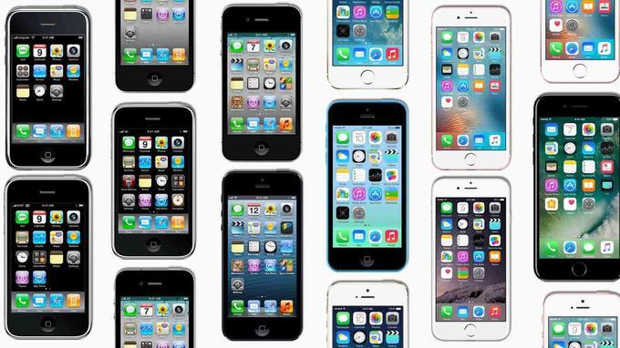 Une mosaïque des iPhone sortis jusqu'alors.