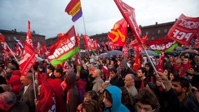 En 2012, au meeting de Jean-Luc Mélenchon à Toulouse , les drapeaux rouges ont encore la cote