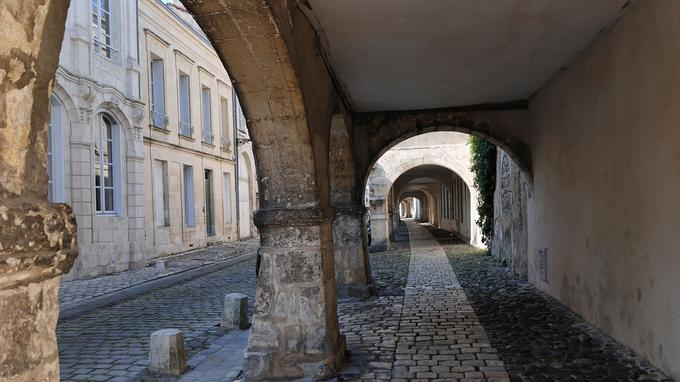 La rue de l'escale, dans la vieille ville. © Francis Giraudon