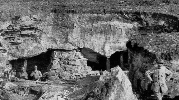 De nombreuses carrières appelées «Creutes» avaient été aménagées en abris par les Allemands non loin du Chemin des Dames.