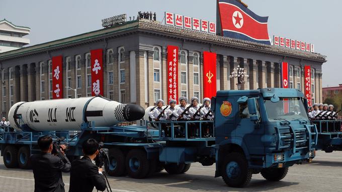 Pyongyang a présenté de nouveaux missiles de longue portée, des Pukuksong-2.