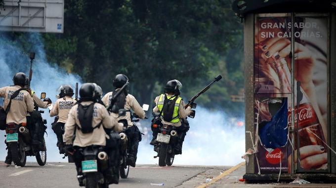 La police antiémeute.