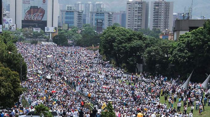 Une manifestation appelant au départ du président vénézuélien Nicolas Maduro, hier à Caracas.
