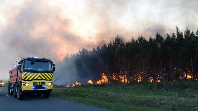 Vendredi matin, plus de 300 pompiers étaient mobilisés.