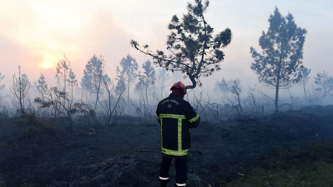Un porte-parole des pompiers a indiqué à Reuters que «la situation (était) très inquiétante», l'incendie principal n'étant pas fixé alors que les conditions météorologiques sont défavorables.