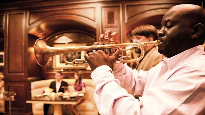 Jazz et gastronomie au Charleston Grill, la table réputée de l'hôtel Belmond.