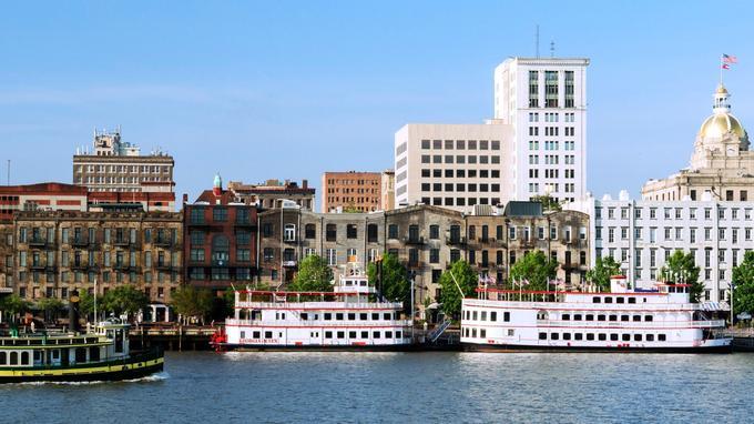 Savannah, qui fut le deuxième port cotonnier du monde, a conservé ses vieux entrepôts en briques le long de la rivière qui porte son nom.