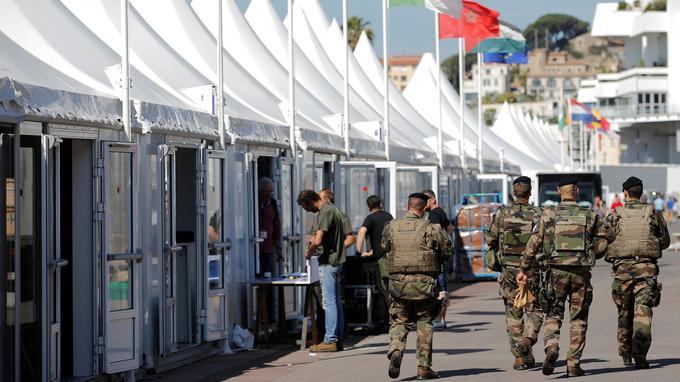Les militaires et policiers ont commencé à patrouiller à Cannes avant même l'ouverture du Festival.