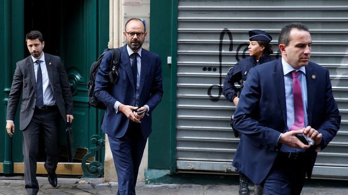 Le premier ministre Édouard Philippe quitte son domicile, mardi, pour se rendre à l'Élysée avant l'annonce prévue de la composition du gouvernement.