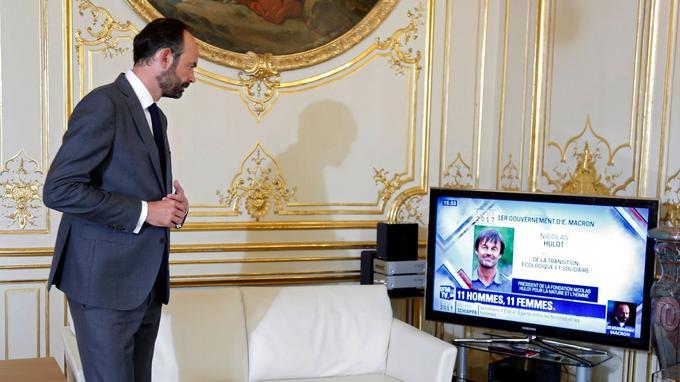 Édouard Philippe regarde depuis Matignon les informations diffusées sur le nouveau gouvernement, mercredi.