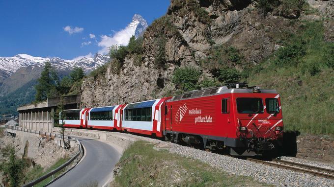 Les plus beaux paysages de Suisse à bord du célèbre Glacier Express (© by Glacier Express)
