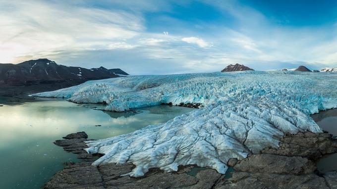 Sur la côte est du Spitzberg, un glacier. © sergeydolya.livejournal.com