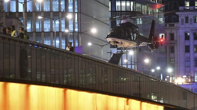Un hélicoptère s'est posé au coeur de la nuit sur le London Bridge pour les besoins de l'enquête.