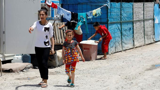 Christina et sa soeur, dans un camp de déplacés situé dans le nord de l'Irak.