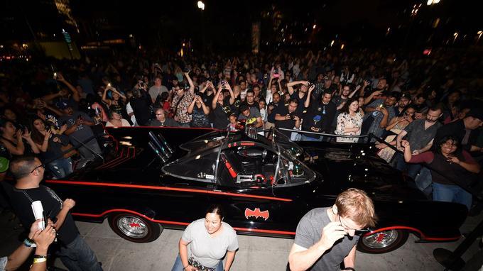 La Batmobile conduite par Adam West dans les années 60.