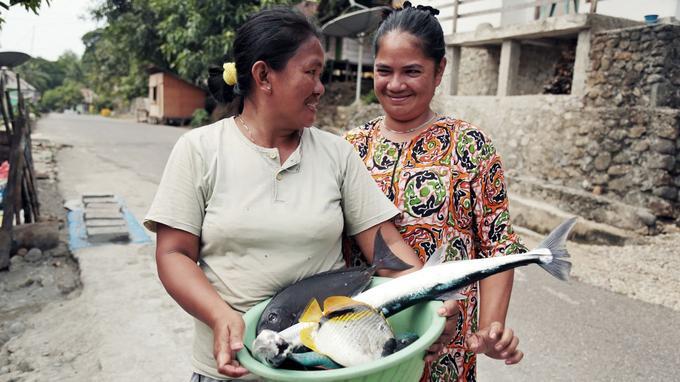 En 2016, Provenance teste pendant six mois le suivi du thon pêché de manière éthique à Ambon, un village d'Indonésie.