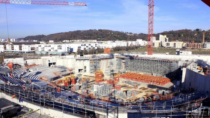 La future salle de concerts de Bordeaux Métropole Arena: un galet blanc de trente mètres de haut posé au pied de la Garonne et entouré d'une grande esplanade verte. Crédit photo: Rudy Ricciotti