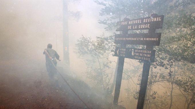 Incendie en Corse en 2000. <i>OLIVIER LABAN-MATTEI / AFP</i>