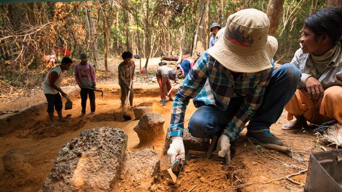 L'utilisation du lidar, une technologie révolutionnaire de prospection aérienne à l'aide d'un radar laser, a permis l'identification d'une nouvelle ville monumentale, première capitale de l'empire khmer, située à 40km d'Angkor.