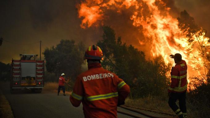 Des pompiers dans les Abrantes, au Portugal.