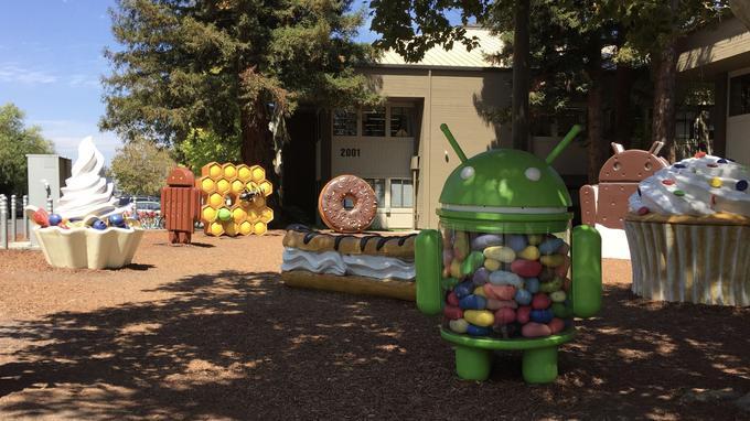Dans son campus à Mountain View, Google a fabriqué un jardin où reposent toutes les anciennes statues Android.