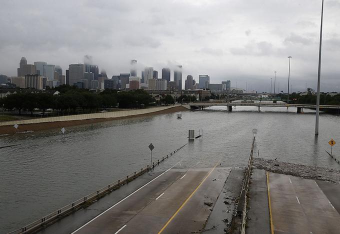 Les routes de Houston ont été inondées par les eaux dès dimanche 27 août.