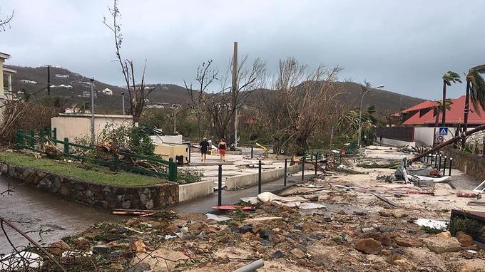 Cette rue de Saint-Barthélemy a été dévastée.