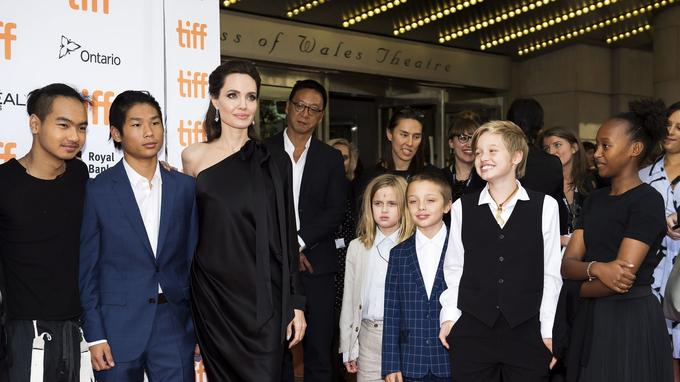 Angelina Jolie a affolé les photographes avec ses six enfants.