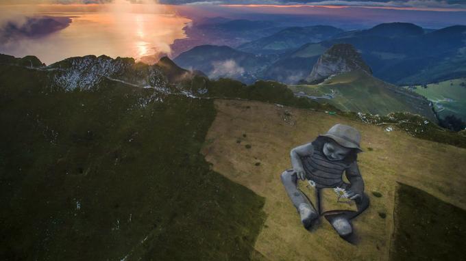L'œuvre de Saype couvre environ 6000 mètres carré de la colline des Rochers-de-Naye (Suisse).