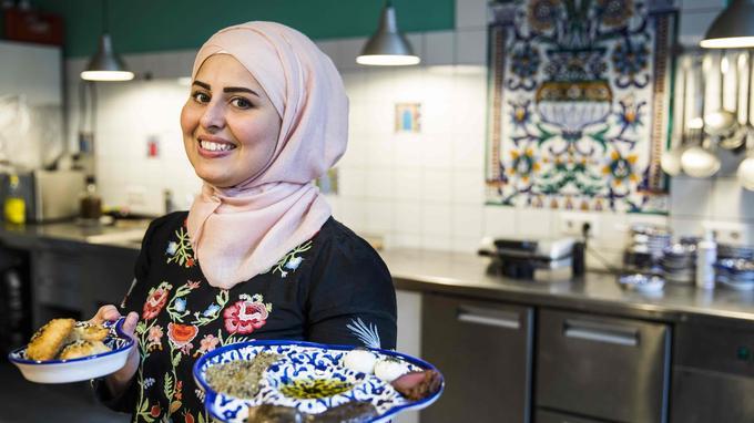 Malakeh Jazmati, réfugiée syrienne en Allemagne, a ouvert un restaurant de cuisine orientale à Berlin.