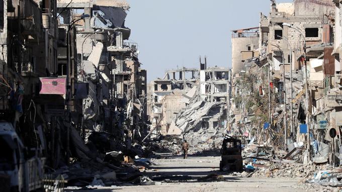 Une rue dévastée à Raqqa, le 21 octobre.