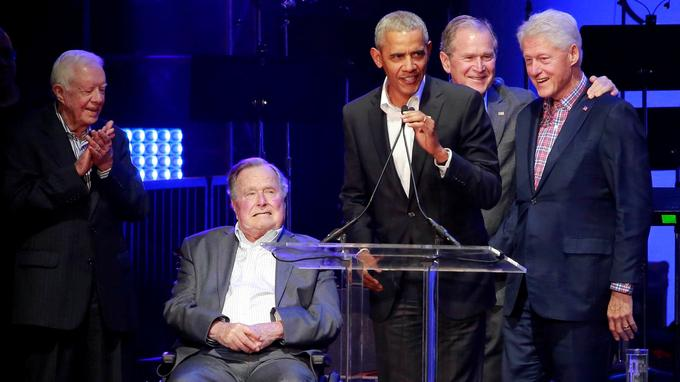 De gauche à droite: Jimmy Carter, George H.W. Bush, Barack Obama, George W. Bush et Bill Clinton.