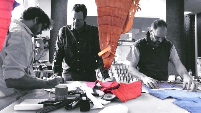 L'Atelier du Tranchetest né de la rencontre de deux bottiers, Christophe Corthay et Christophe Algans, et d'un financier, Philippe de Paillette (au centre). Un trio qui sait emprunter les sentiers buissonniers pour chausser les dandys de grand chemin.