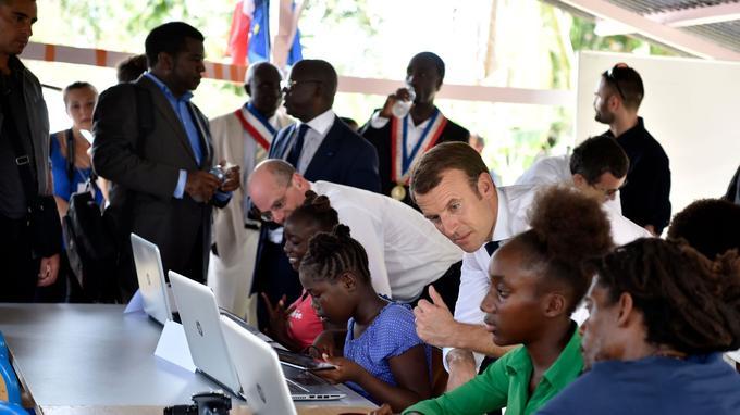 À Maripasoula, Emmanuel Macron a averti qu'il n'était pas venu en «Père Noël», ni pour «faire des promesses». <b>VIDEO - Line Létard: «Monsieur Macron, montrez du respect pour la Guyane»</b>