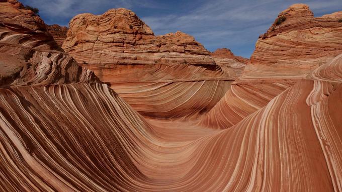 Le lieu est situé dans la réserve naturelle de Coyotes Buttes North, à une cinquantaine de kilomètres de Page.