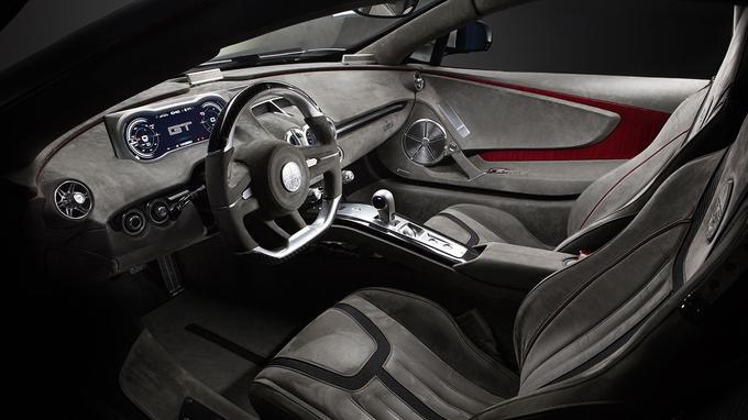 Le traitement de l'habitacle renvoie plus à une voiture de prestige qu'à une voiture sportive.