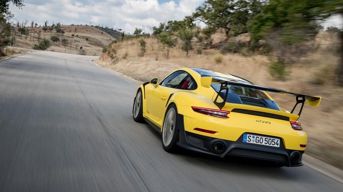 Taillée pour le circuit, la 911 GT2 RS se montre étonnamment docile sur route.