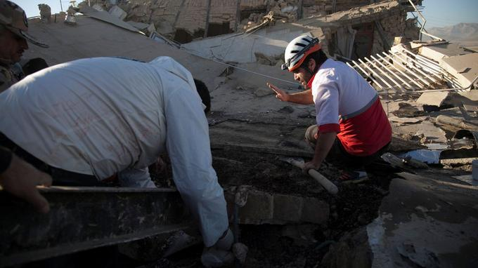 Des responsables iraniens ont expliqué que les chances de trouver d'autres survivants étaient très faibles.