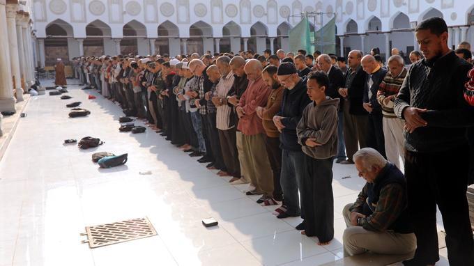 Lors d'une prière dans une mosquée du Caire.